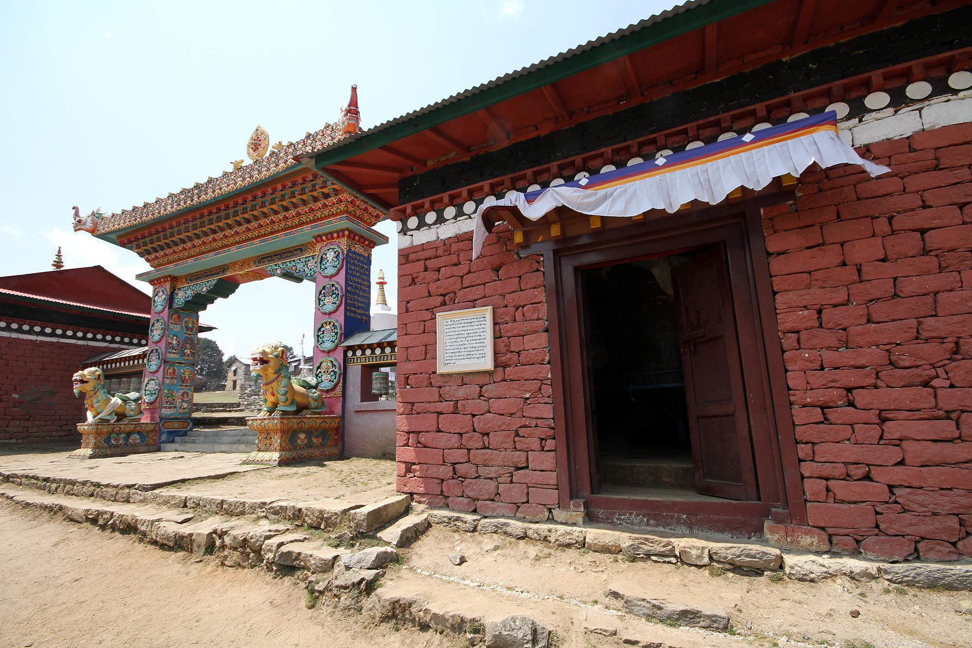 Dawa Choling Gompa gates