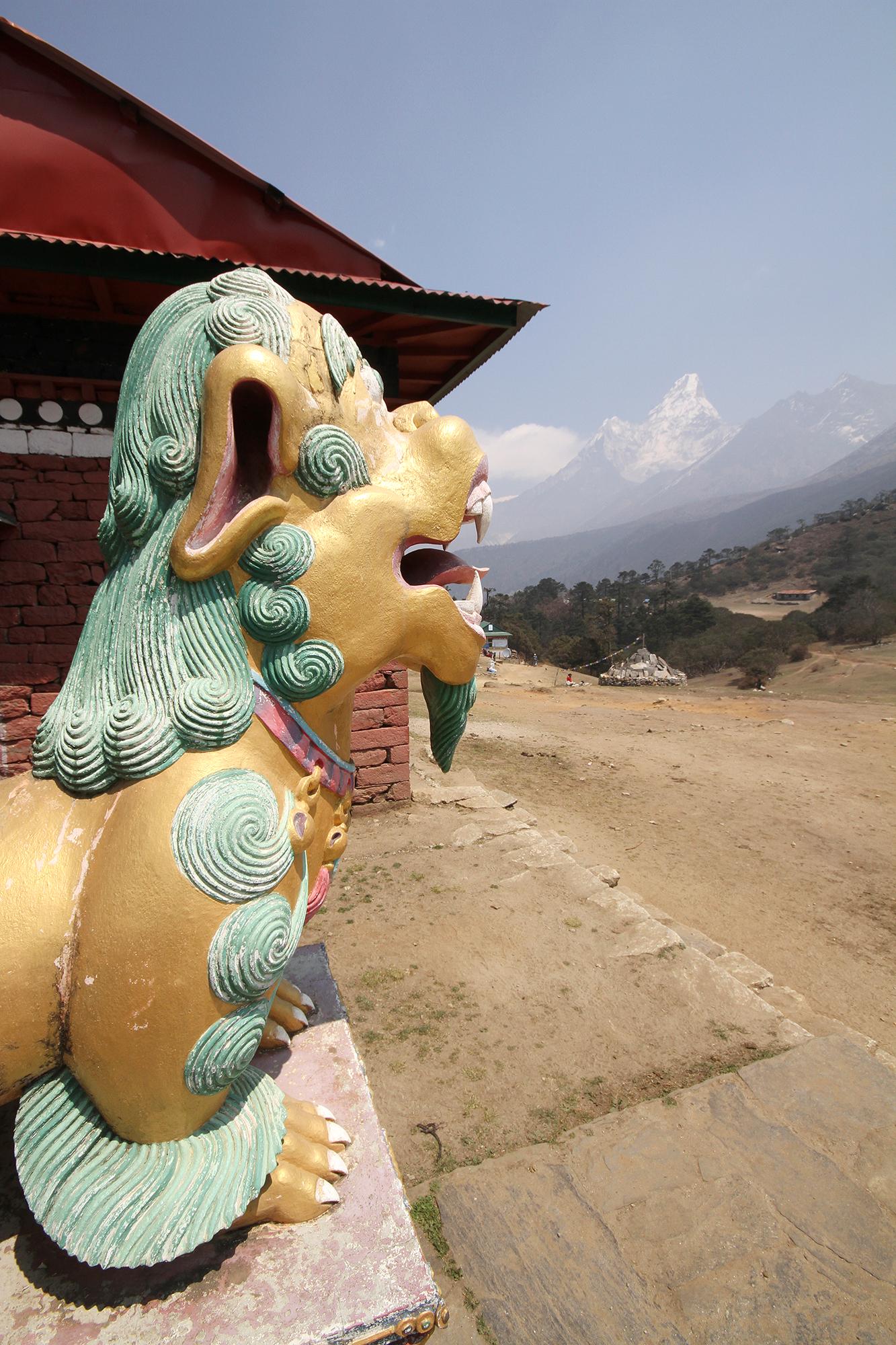 Tengboche statue